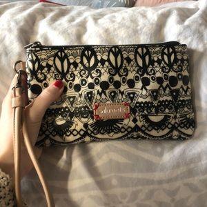 Sakroots charging purse/wallet